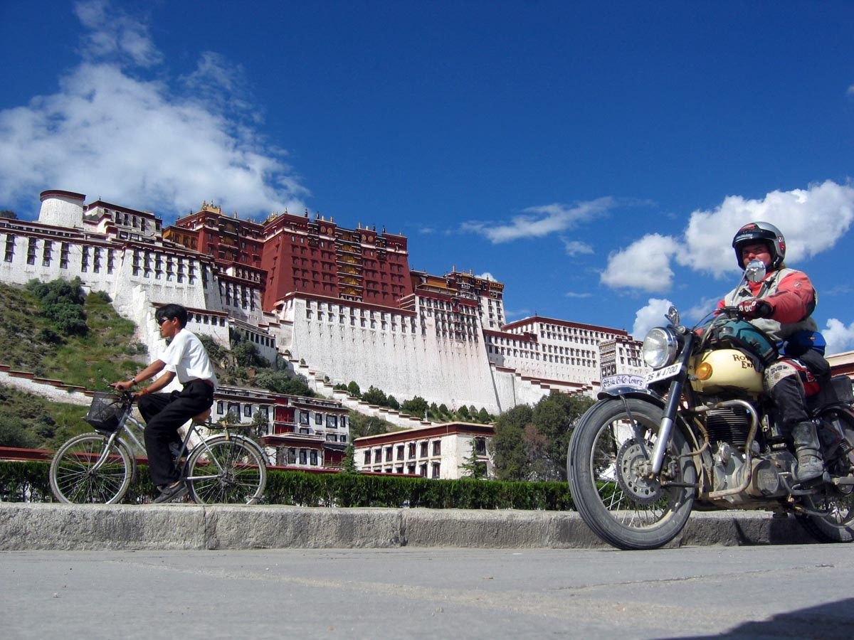 AsiaBikeTours_Tibet_Lhasa_Everest_02.jpg